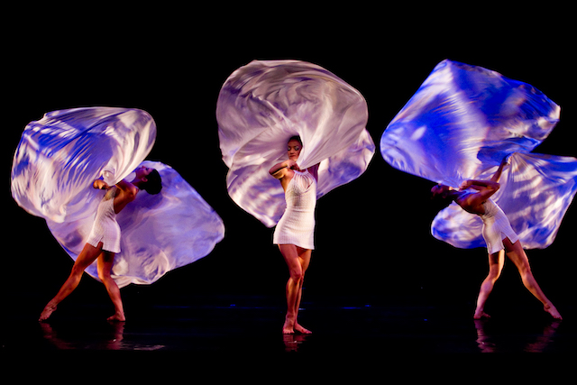 Dancehouse-MOMIX-Photo-by-GIULIO-LAPONE-EFFEQUATTRO-02