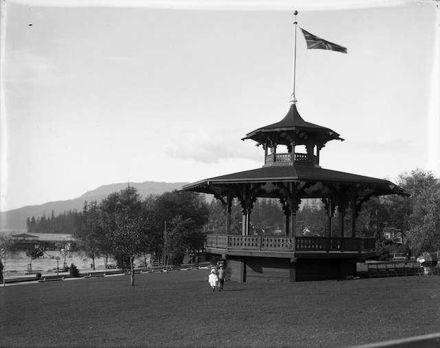 1914-AlexandraParkBandstand