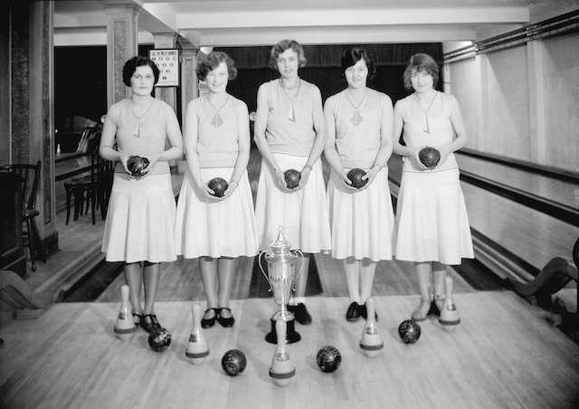 1931 Commodore International Girls Bowling Team. Archives # CVA 99-2528.