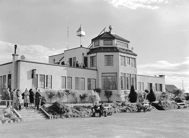 1940 Sea Island Airport Admin Building. Archives # CVA 586-171